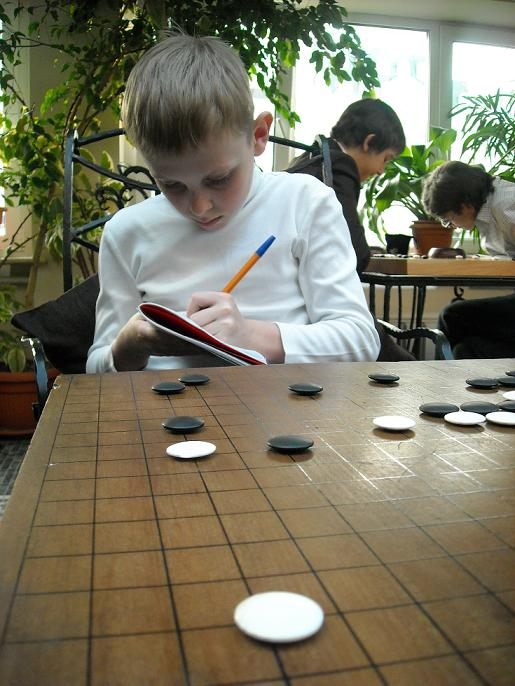 Children play Go game in Moscow