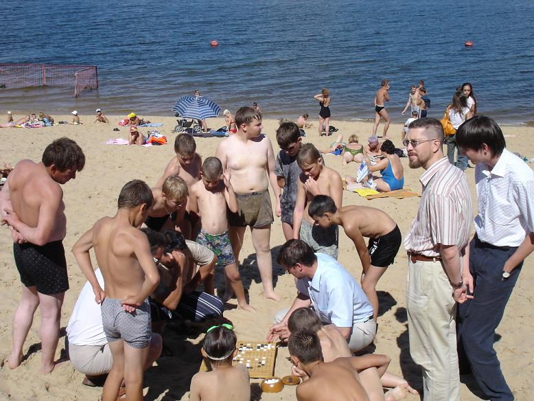 Go in Russia, a lot of children enjoy the lesson by the Vice-president of the Go Federation on the beach of Cheboksary, Volga, summer 2005