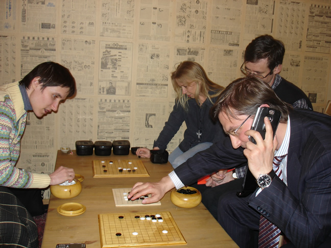 Go Game in Russia, Dmitry Donskov the Federal Inspector from Administration of President of Russia plays Go with children from Moscow Children Go Club