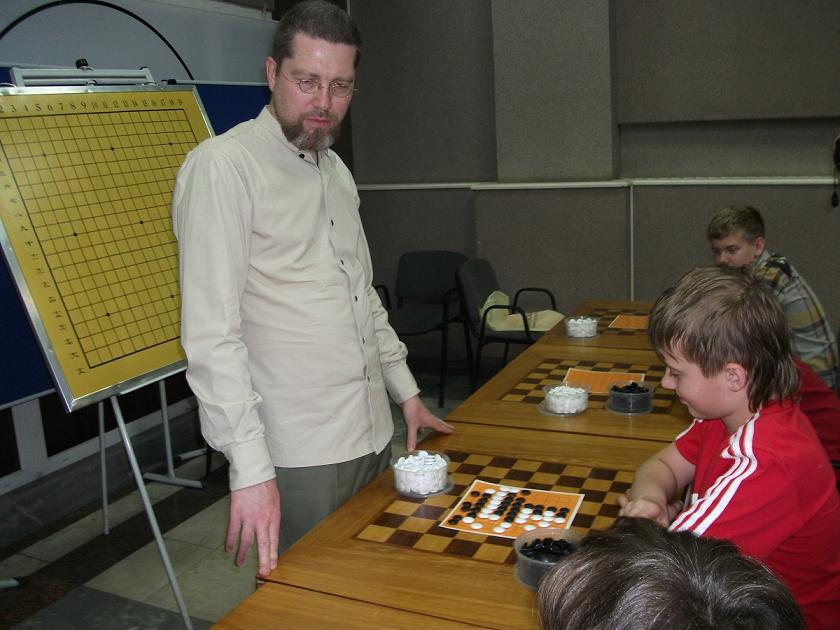Igor Grishin at the meeting with the children from Go section