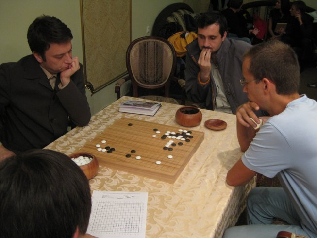 Russian Go champion Ruslan Dmitriev gave a teaching game