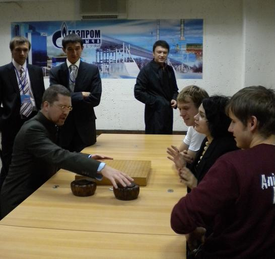 Young politicians plays Go in Orenburg
